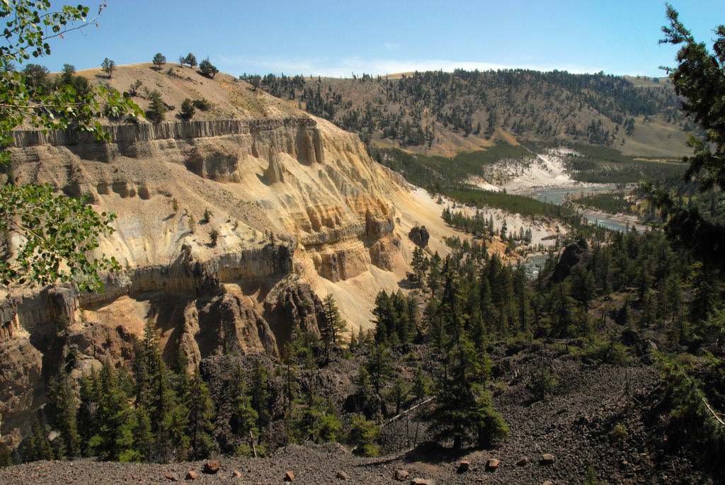 Alfred towers yellowstone national park-flickr-NDomer73