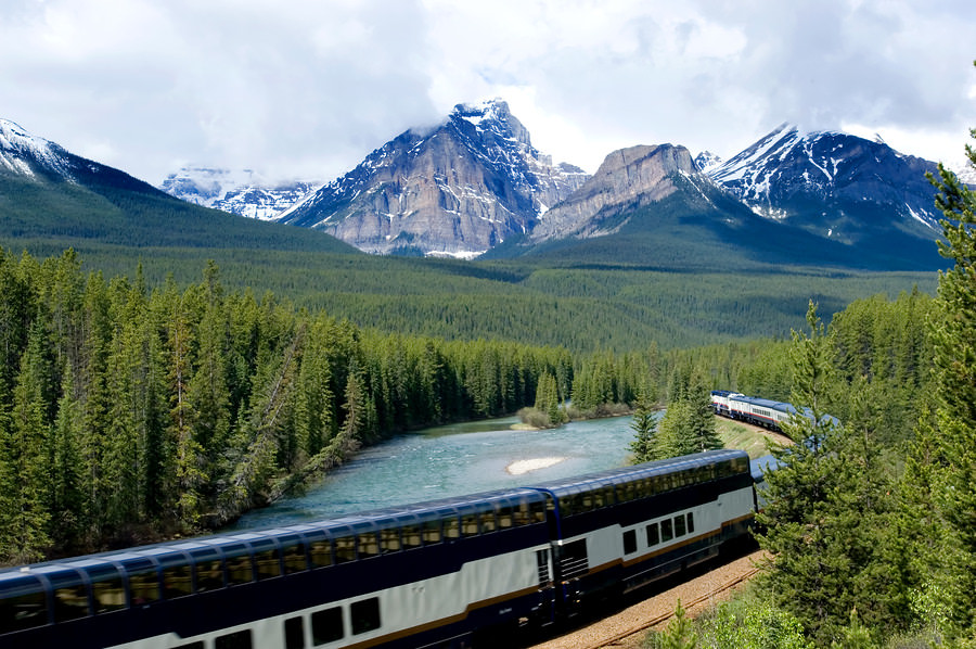 17 best train trips in the us and canada for Best train vacations in the world