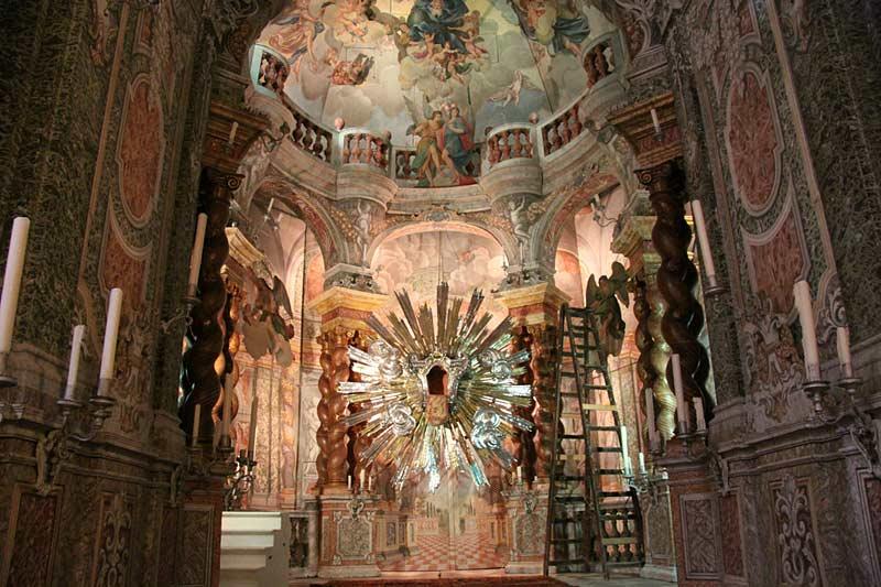https://www.flickr.com/photos/travfotos/ nterior, St. Paul's Cathedral, Mdina